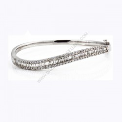 Curved 2.42ct(tw) Oval Hinged Diamond Bangle