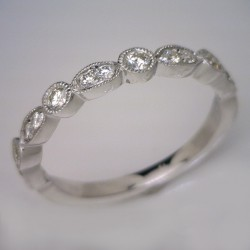 18kt White Gold Vintage Style Diamond Wedding Ring